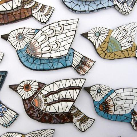 Птица из пенопласта отделанная мозаикой