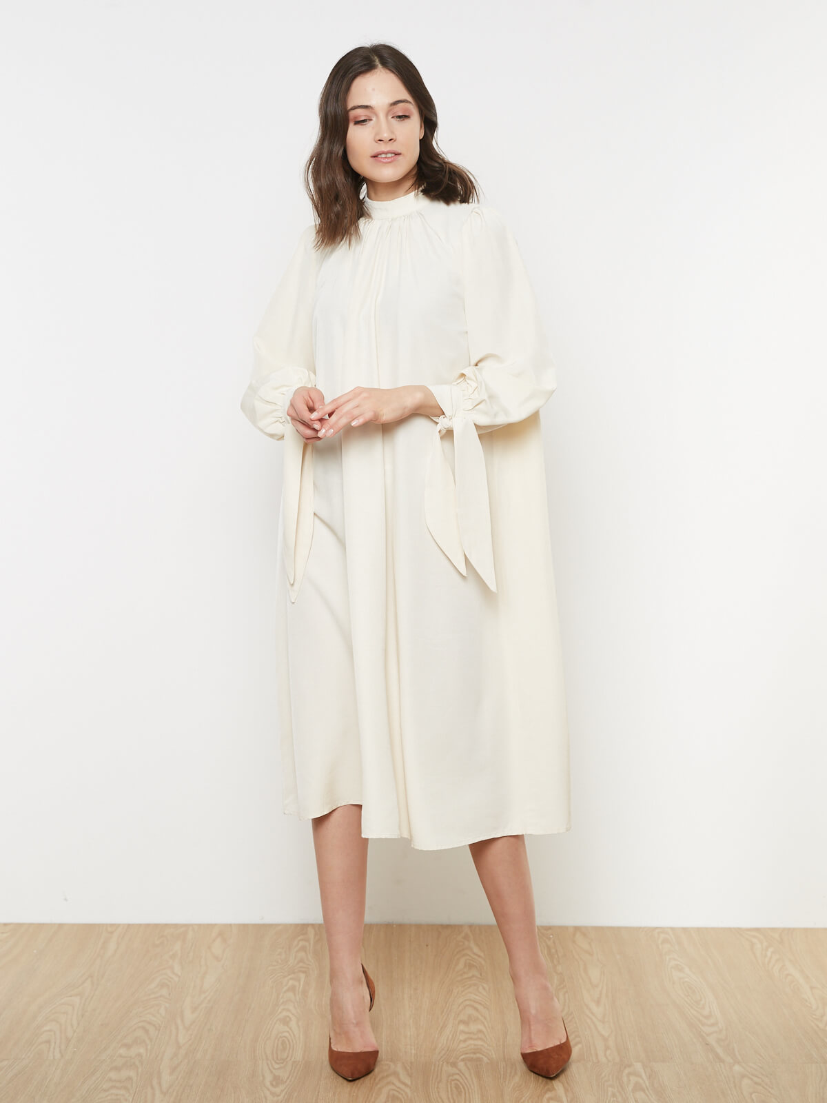 Платье с завязками на манжетах
