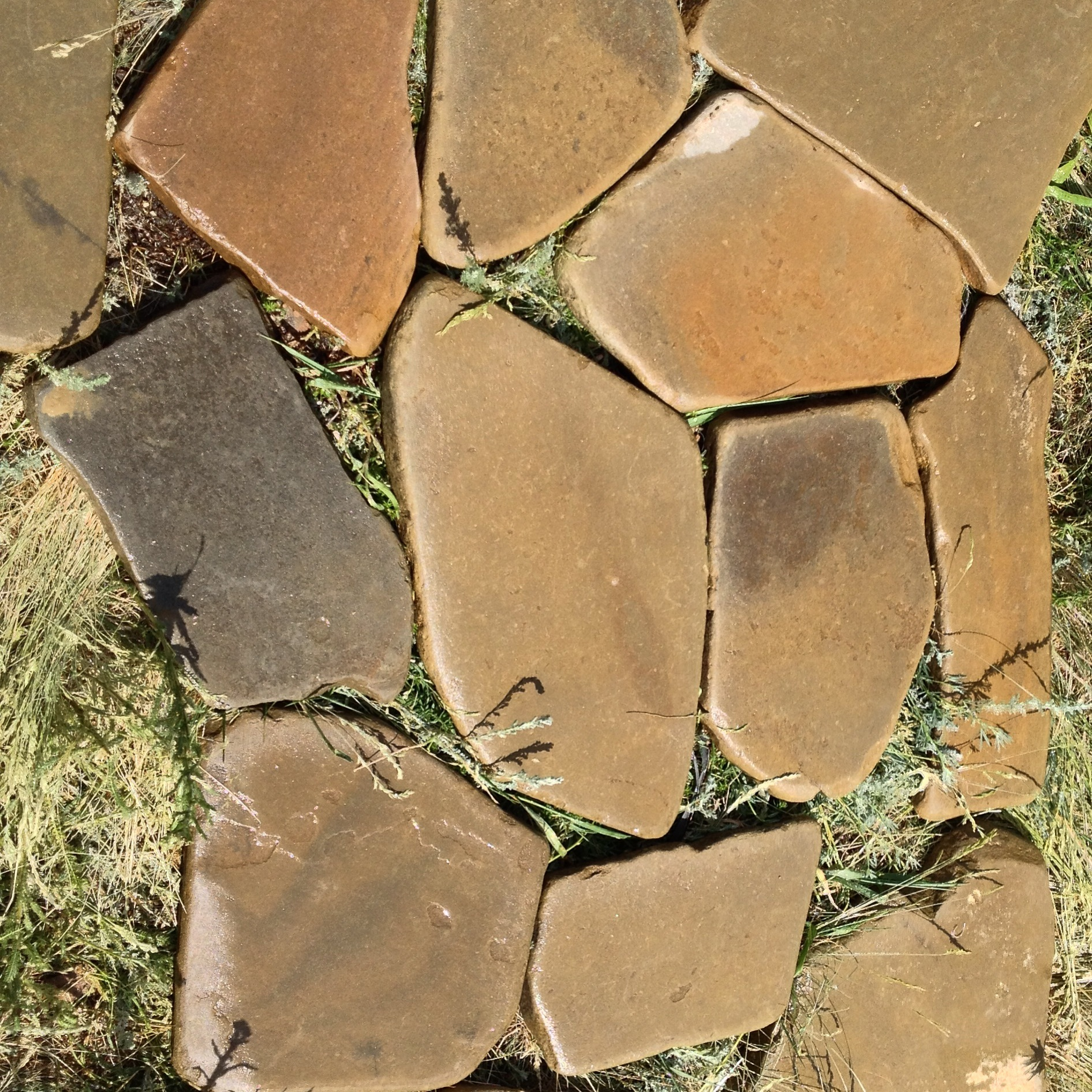 Песчаник галтованный Ручейник Серый мокрый камень