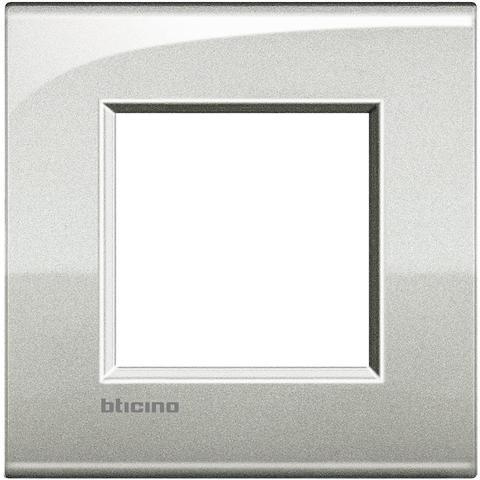 Рамка 1 пост AIR, прямоугольная форма. БЛЕСТЯЩИЙ. Цвет Лунное серебро. Итальянский стандарт, 2 модуля. Bticino LIVINGLIGHT. LNC4802GL