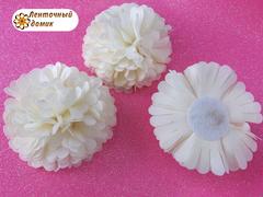 Цветок из ткани кремовый