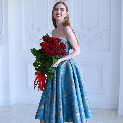 Букет 15 красных роз Red Naomi 60см