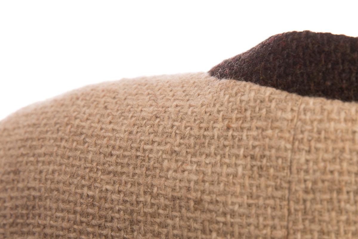 Традиционный твидовый костюм в приятной цветовой гамме от Chanel, 40 размер