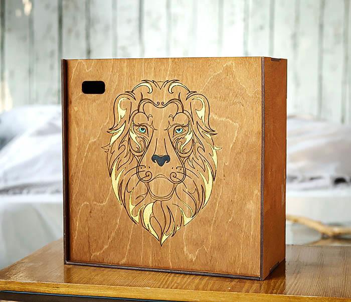 BOX252-2 Большая подарочная коробка ручной работы со львом (25*25*12 см)