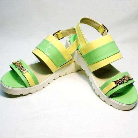 Сандалии женские кожаные. Разноцветные сандалии на толстой подошве. Босоножки на небольшой танкетке Crisma YG