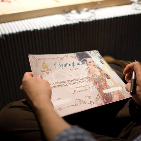 Макет сертификата для салона красоты Бигуди Club