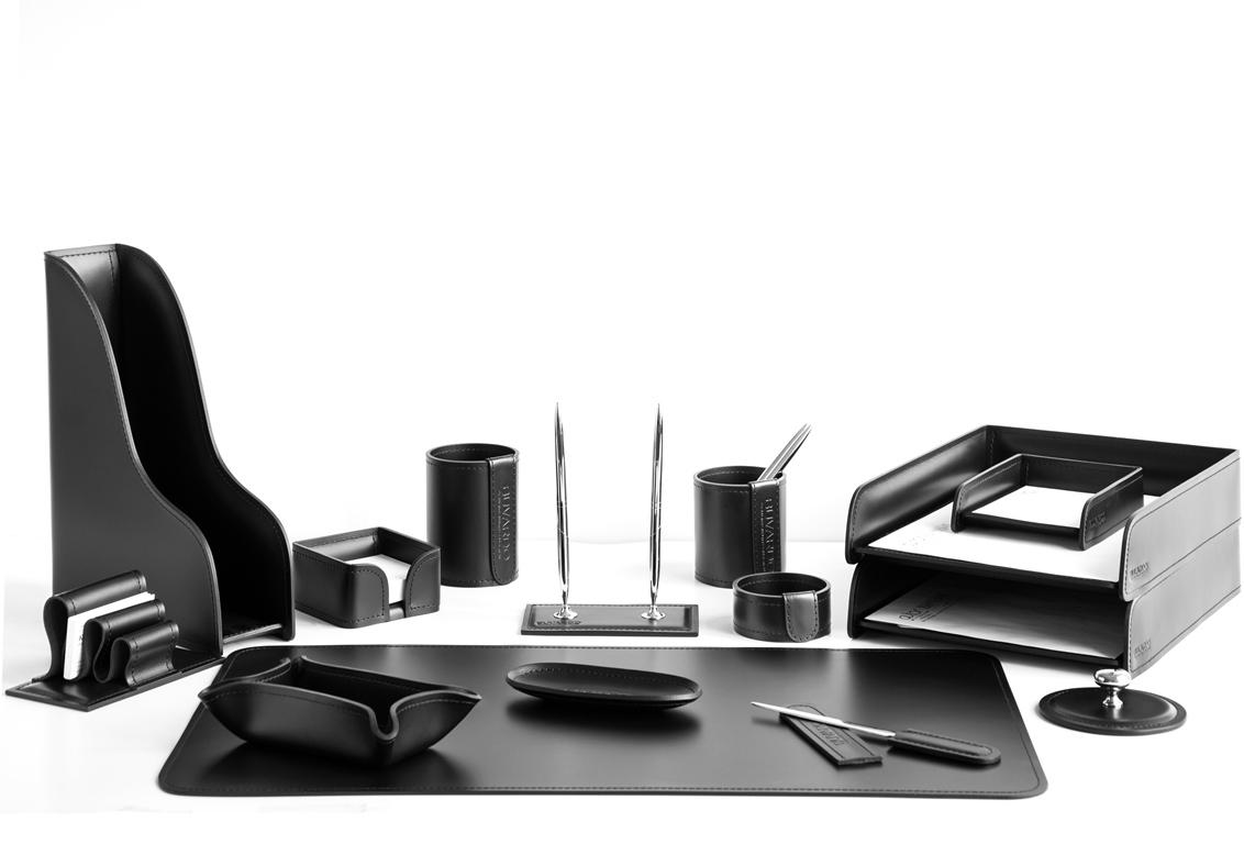 Набор 15 предметов из черной итальянской кожи Cuoietto артикул 1271-СТ на стол руководителя.