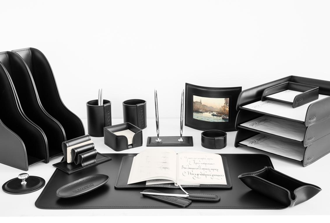Набор на стол руководителя 1301-СТ из 20 предметов в коже Cuoietto (Италия) цвет черный.