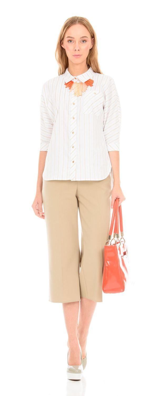 Блуза Г557-347 - Хлопковая блуза с цельнокроеным  рукавом 3/4 и отложным воротником. На левой полочке на уровне груди расположен карман. Расположение полоски визуально стройнит силуэт. Эта модель станет неотъемлемой частью гардероба в деловом стиле.