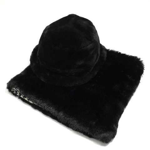 Комплект шапка и снуд для эффектного образа