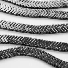 Бусина Гематит (искусств), шеврон, цвет - глянцевый черный, 6х4х3 мм, нить