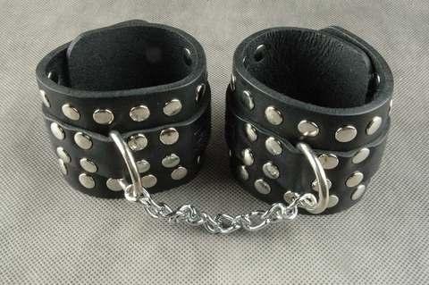 БДСМ Наручники с цепочкой (кожаные наручники)