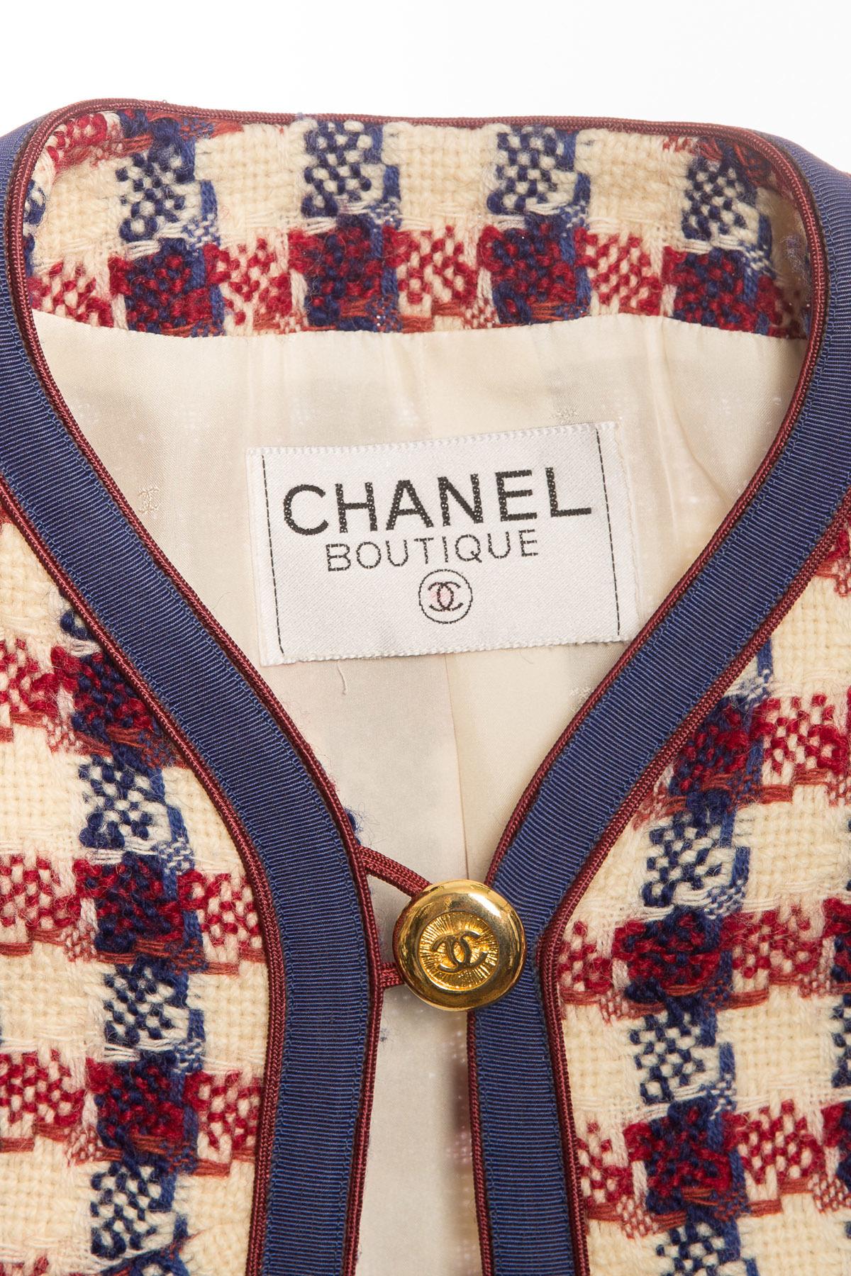 Тёплый твидовый костюм от Chanel, размер 36-38