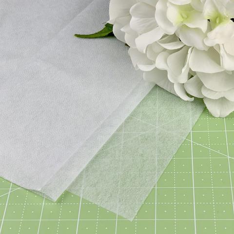 Флизелин белый точечный 35 г/м (арт. 6403-0058)