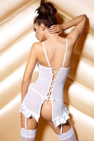 Белая сорочка эротическая короткая атласная красивая сексуальная польская с шнуровкой резинками для чулок вид сзади