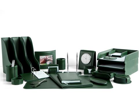 На фото набор на стол руководителя арт.1774-СТ-24  предметов зеленая кожа Cuoietto.Возможно изготовление в другом варианте цвета кожи.