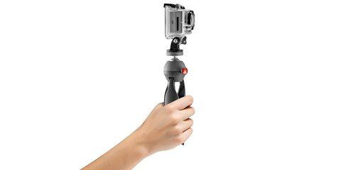 Штатив Manfrotto для экшн-камер в руке
