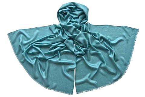 Палантин из шелка голубой 4732