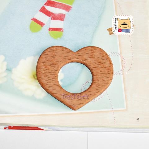 Грызунок деревянный (бук) 9х8см Сердце ГР19