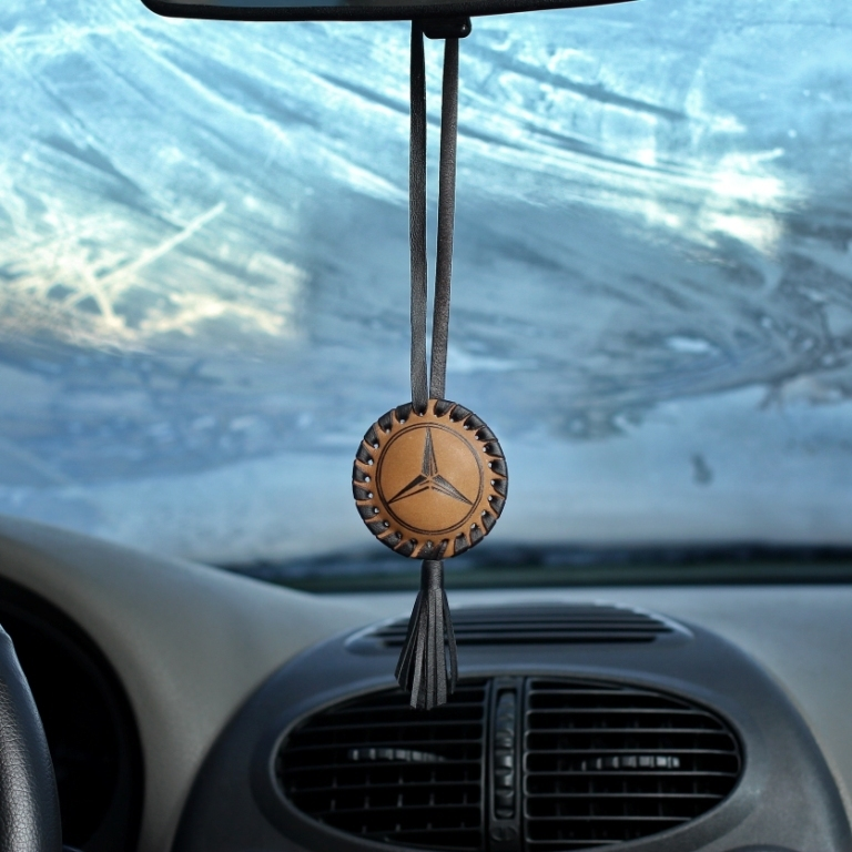 Подвеска на зеркало авто