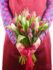25 бело-розовых тюльпанов