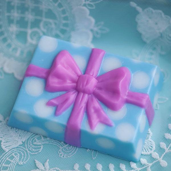 Мыло своими руками. Форма Подарок