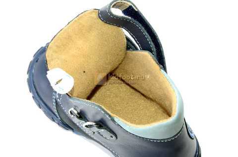 Ботинки Тотто из натуральной кожи демисезонные на байке для мальчиков, цвет темно-синий. Изображение 11 из 11.