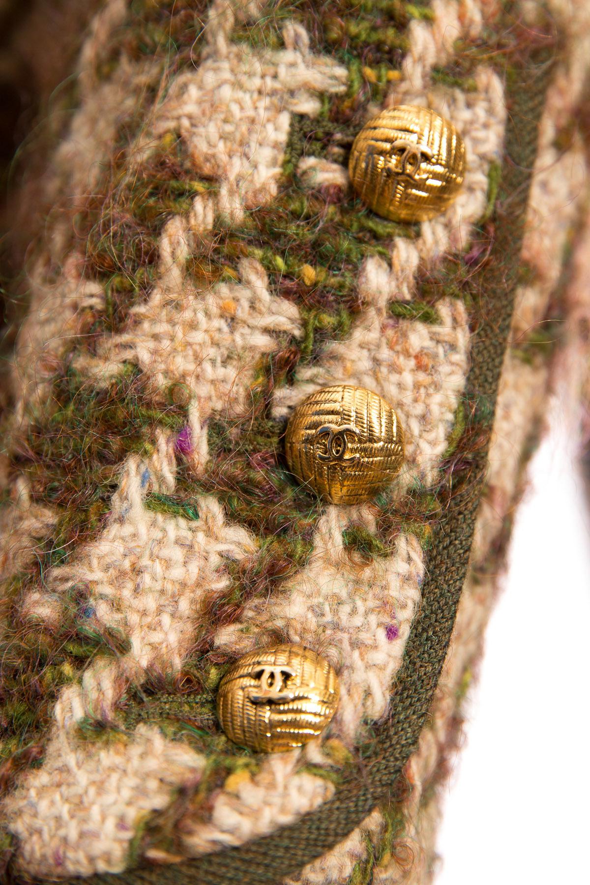 Роскошное твидовое пальто от Chanel, 42 размер