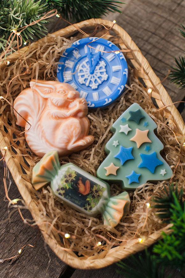 Пластиковая форма для мыла Елка со звездами. Результат