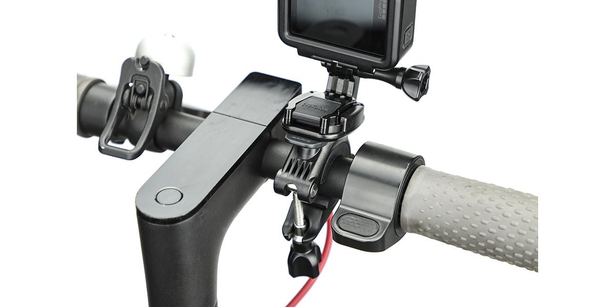 Крепление на руль/подседельный штырь/лыжные палки GoPro Handlebar / Seatpost / Pole Mount (AGTSM-001) закреплено на руле