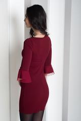 Динара. Облегающее платье с красивым рукавом. Бордо