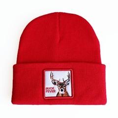 Вязаная шапка с принтом (эмблемой) Оленя красная