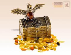фигурка Сундучок с попугаем с янтарем