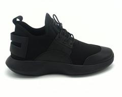 Кроссовки черные на шнуровке