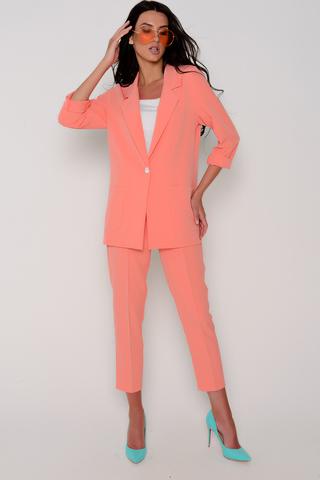 Хит сезона! Деловой костюм модного кроя. Пиджак свободного силуэта. Рукав длинный. Функциональные карманы. Без подклада. Брюки укороченные на резинке. Застежка на пуговицу. Длины: Пиджак: 44-50р - 76-78см Брюки: 44-50р - 90-92см
