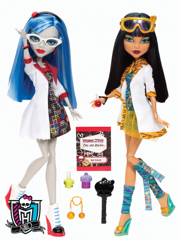 Monster High Classroom Cleo de Nile and Ghoulia Yellps Set