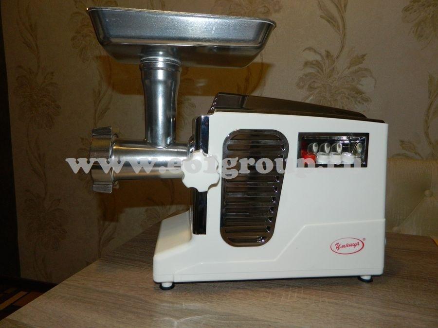 1 Мясорубка электрическая Комфорт Умница МЭ-3000Вт белая  хром. накладки