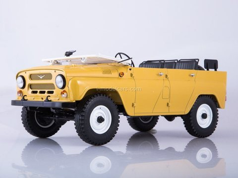 UAZ-469 (31512) open top beige 1:18 Start Scale Models (SSM)