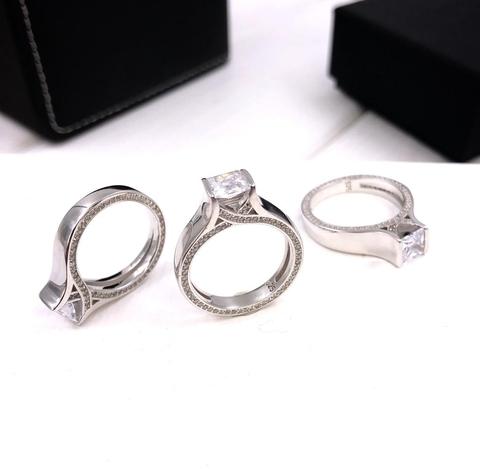 Кольцо из серебра со цирконами