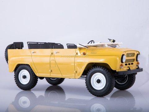 UAZ-469 (31512) open top beige 1:18 Start Scale Models (SSM)
