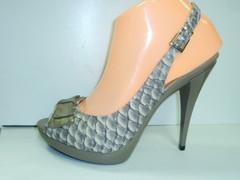 Кожаные босоножки на каблуке VIA UNO