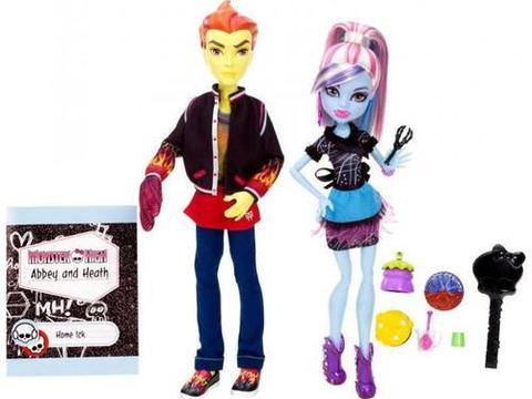 Monster High Classroom Heath Burns and Abbey Bominable Set