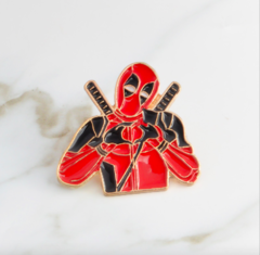 Пин «Спасатель в красном костюме»