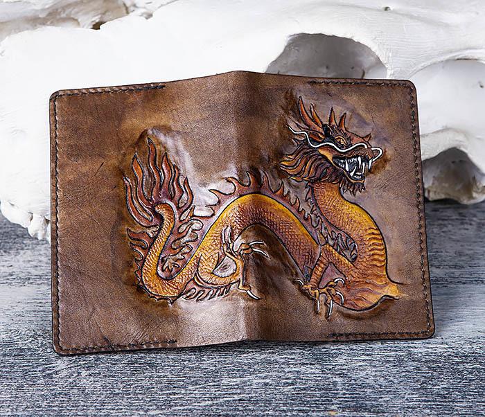 BC165 Кожаная обложка на паспорт с китайским драконом фото 03