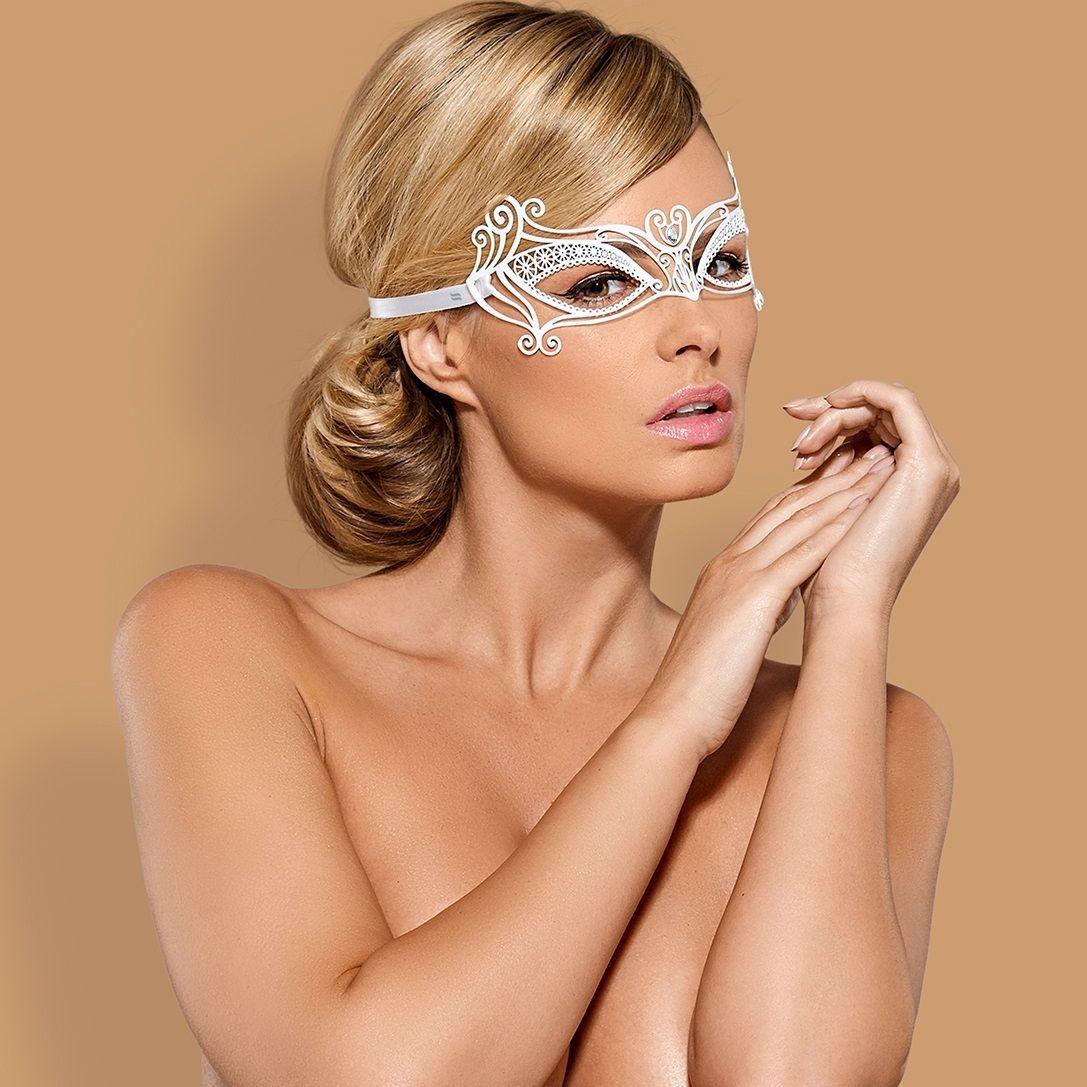 Перчатки и аксессуары: Белая металлическая маска на завязках