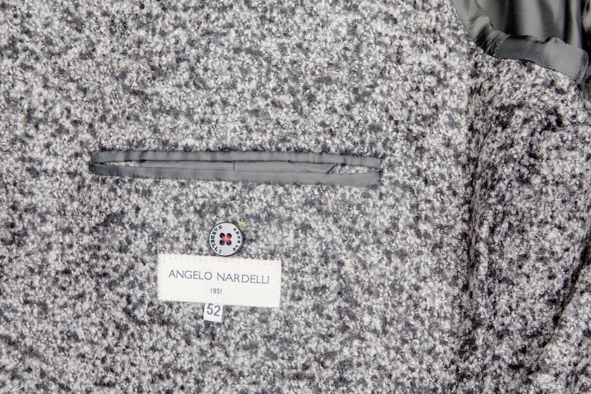 Классическое серое шерстяное пальто, внутренний карман