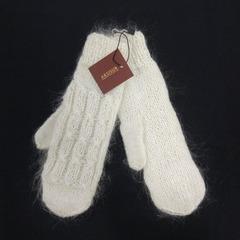 Вязанные варежки из козьего пуха ручной работы белые 18