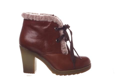 Коричневые ботинки на устойчивом каблуке с меховой отделкой