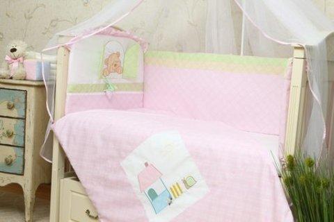 Защита в детскую кроватку Клубничка розовый