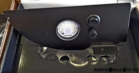 Манометр с клавишами управления для приборной панели